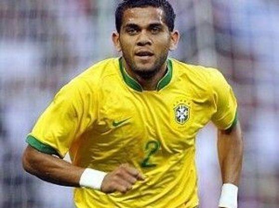 Dani Alves még az eredeti füllel