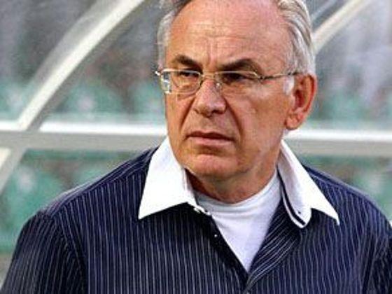 Gadzsi Gadzsijev figyeli a játékvezető szakmai munkáját